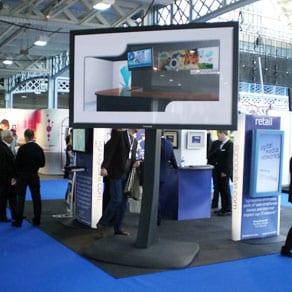 103 Zoll Plasma Display mit 227 cm Bildbreite und 1000 cd/m² Leuchtdichte, sowie 40.000:1 Kontrast