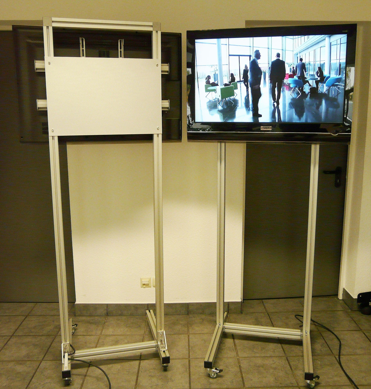 Rollbarer Monitorständer für LCD Displays bis 50 kg mit der möglichkeit einen Medienplayer oder mini-PC versteckt integrieren zu können.